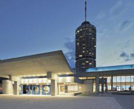 csm_Haupteingang-Nacht-blau-retuschiert-Kongress_am_Park-Norbert-Liesz_55ad34718a